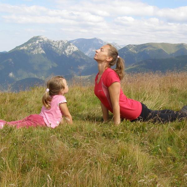 Joga dla dzieci w górach